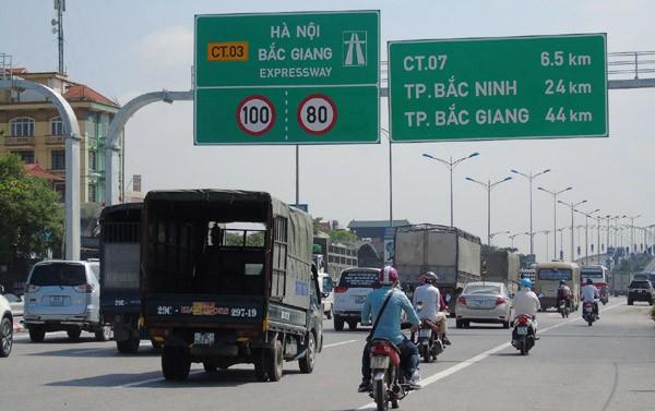 Cao tốc Hà Nội - Bắc Giang sắp phải đầu tư thêm 1.200 tỷ đồng để làm đường gom cho xe máy.  Ảnh: Ngọc Hải