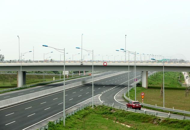 Đầu tư 1 km đường cao tốc của Việt Nam cao gấp 2 lần Ấn Độ, 4 lần Trung Quốc, 6 lần Thái Lan. Ảnh: Đức Thâu
