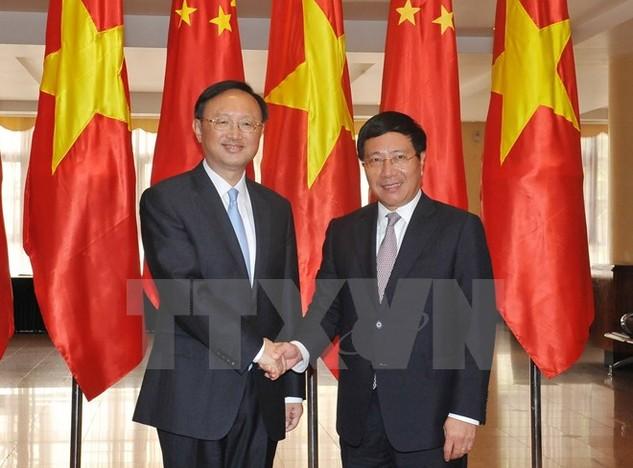 Phó Thủ tướng, Bộ trưởng Ngoại giao Phạm Bình Minh tiếp Ủy viên Quốc vụ Quốc Vụ viện Trung Quốc Dương Khiết Trì. (Ảnh: Nguyễn Khang/TTXVN)