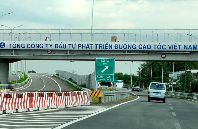 Bộ Giao thông vận tải yêu cầu VEC giám sát chặt chẽ tiến độ thi công các gói thầu của cao tốc Bến Lức - Long Thành. Ảnh: Đức Thâu