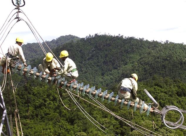 Đang thực hiện 26 gói thầu cung cấp cáp các loại và vận chuyển máy biến áp trên địa bàn các tỉnh miền Nam. Ảnh: Đức Thanh