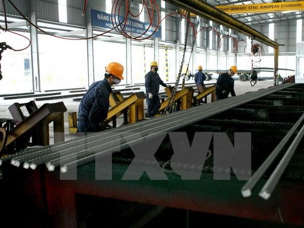 Sản xuất thép cây tại Công ty cổ phần Sản xuất Thép Việt Đức thuộc Tập đoàn Thép Việt Đức. (Ảnh: Huy Hùng/TTXVN)