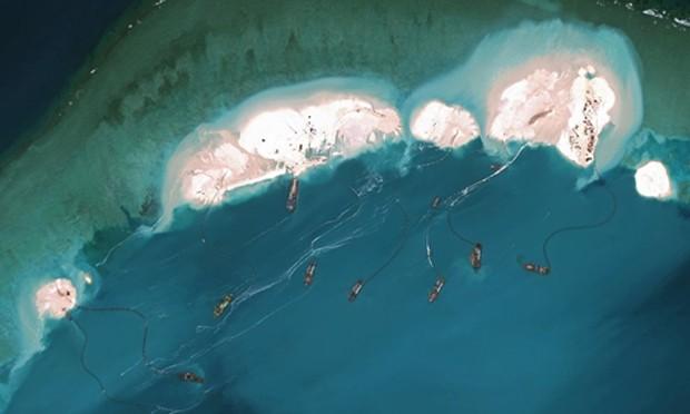 Trung Quốc bồi đắp cải tạo trái phép đá Vành Khăn, thuộc quần đảo Trường Sa của Việt Nam. Ảnh:Digital Globe