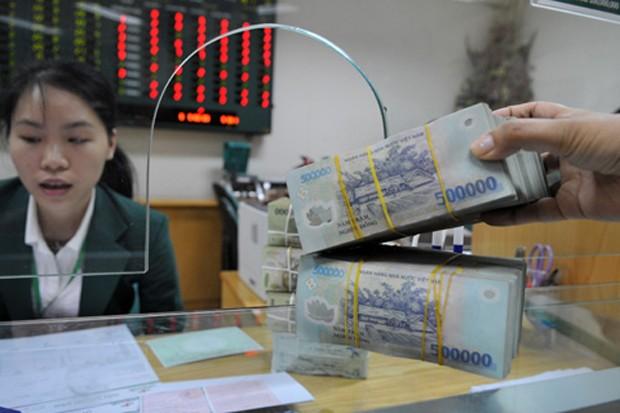 Ngân hàng lại rục rịch tăng lãi suất tiền gửi.