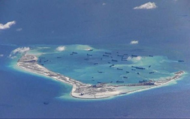 Hình ảnh cho thấy hoạt động bồi lấp, xây dựng trái phép của Trung Quốc ở bãi Vành Khăn thuộc quần đảo Trường Sa của Việt Nam - Ảnh: Hải quân Mỹ/Reuters.