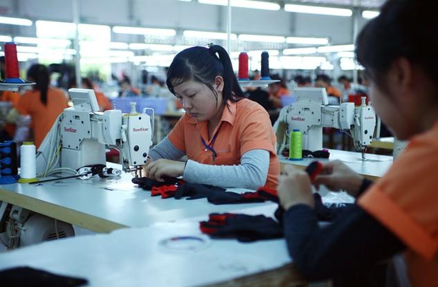 May mặc là mặt hàng chính Việt Nam xuất khẩu sang Rumani. Ảnh: Tiên Giang