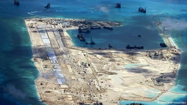 Trung Quốc tiến hành bồi lấp trái phép trên Đá Chữ Thập thuộc quần đảo Trường Sa của Việt Nam. (Nguồn: DPA)
