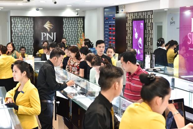 Mỗi lượng vàng SJC giảm hơn nửa triệu đồng ngay khi mở cửa sáng 7/7.
