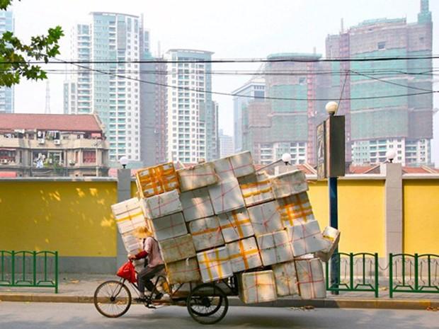 Trung Quốc đang gánh khối nợ lớn gấp đôi nền kinh tế. Ảnh: Reuters