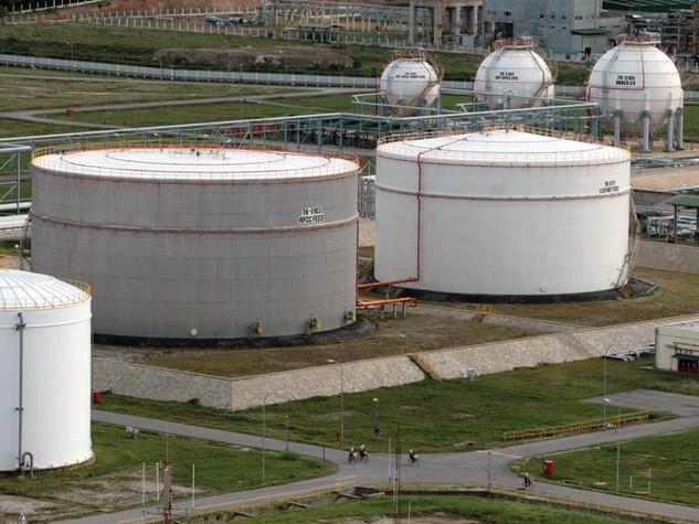 Rà soát các dự án lọc hóa dầu thời điểm này có lẽ là cần thiết để có được quyết định chính xác về việc có nên tiếp tục cấp phép đầu tư các dự án trong lĩnh vực này.