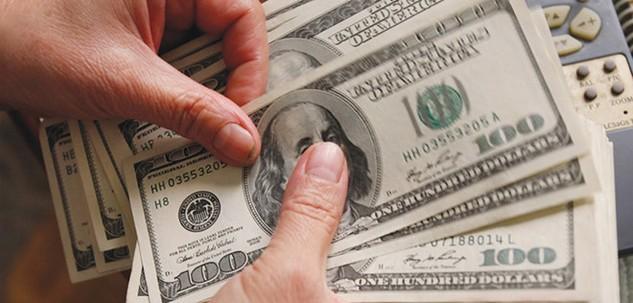 Từ trước tới nay, các đại lý đổi ngoại tệ không được phép bán ngoại tệ cho khách hàng