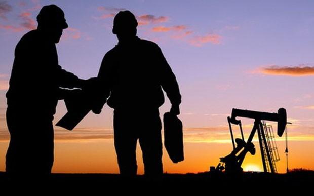 Nỗi lo về nguồn cung đang đè nặng lên giá dầu - Ảnh: APAC.