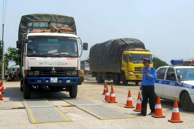 Thanh tra Bộ GTVT đã kiến nghị xử phạt các vi phạm hành chính trong kiểm soát tải trọng phương tiện. Ảnh: Doãn Công