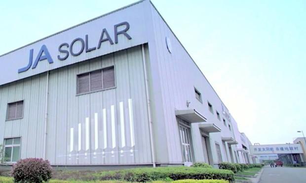 JA Solar là nhà sản xuất pin năng lượng mặt trời lớn nhất thế giới
