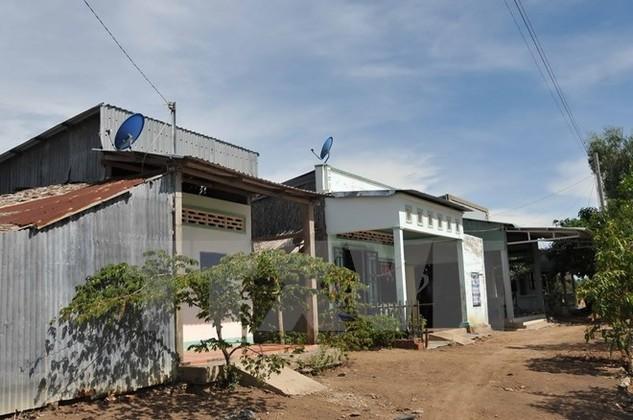 Nhà ở tuyến dân cư vượt lũ tại huyện Giang Thành, tỉnh Kiên Giang. (Ảnh: An Hiếu/TTXVN)