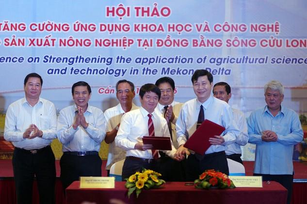 PTGĐ BIDV Lê Trung Thành ký kết tài trợ