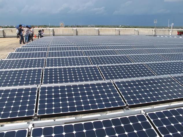 Sự phá sản của các dự án pin năng lượng mặt trời khiến dư luận không khỏi phấp phỏng với quyết định đầu tư 1 tỷ USD sản xuất pin mặt trời của JA Solar. Ảnh: L.T