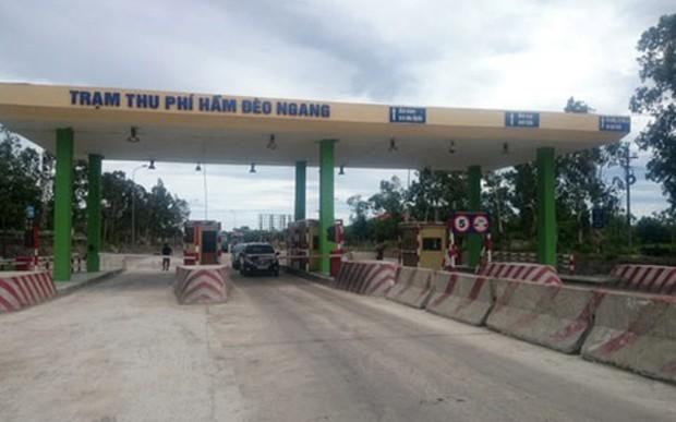 Khoảng cách từ trạm thu phí của dự án mở rộng Quốc lộ 1 đoạn Km597+549 - Km605+000 và đoạn Km617+000 - Km641+000 tỉnh Quảng Bình (BOT) đến trạm thu phí Hầm Đèo Ngang chỉ là 10km.