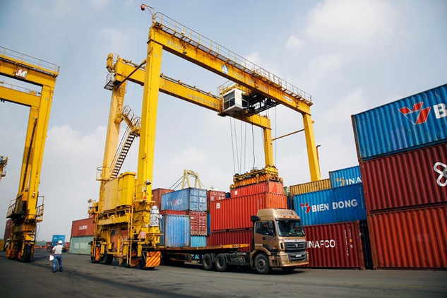 Nhiều doanh nghiệp tư nhân muốn đầu tư thiết bị, kho bãi và tổ chức khai thác cảng cạn. Ảnh: Lê Tiên