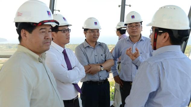 Đoàn công tác của PVN do Tổng giám đốc Nguyễn Vũ Trường Sơn dẫn đầu kiểm tra thực tế trên Đồi Cây sấu