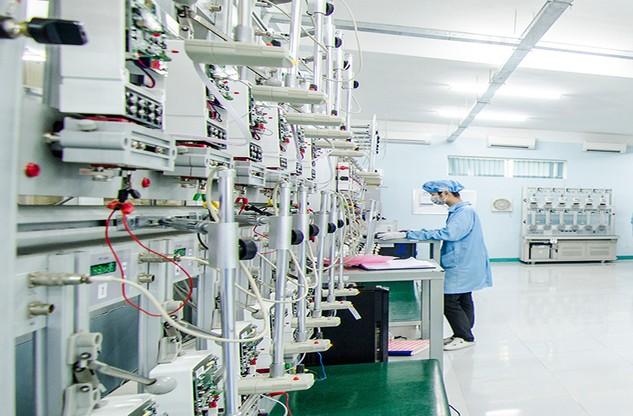 Dù trúng thầu, song hầu hết nhà thầu nội vẫn nhập toàn bộ dây chuyền sản xuất công tơ điện tử. Ảnh: Nhã Chi st