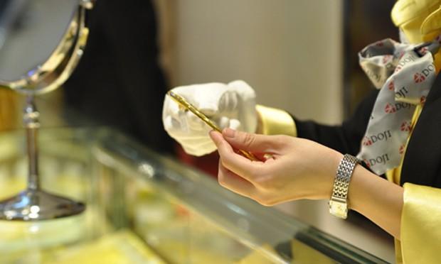 Giá vàng tăng mạnh trong bối cảnh giá thế giới đi lên.