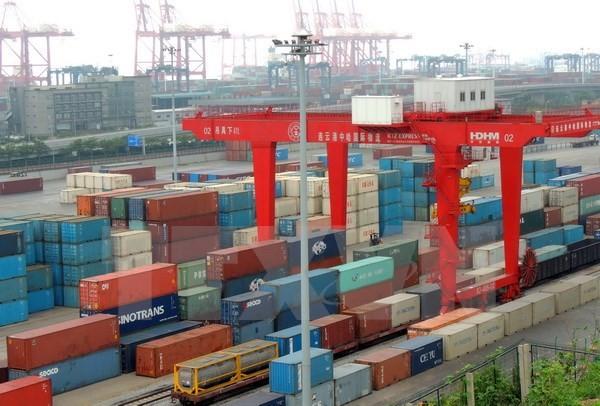Hoạt động vận chuyển hàng hóa tại một cảng ở tỉnh Giang Tô (Nguồn: AFP/TTXVN)