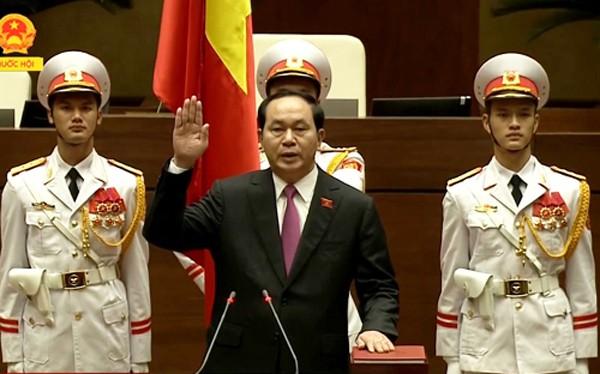 Chủ tịch nước Trần Đại Quang tuyên thệ trong lễ nhậm chức.