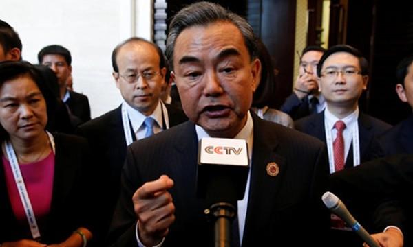 Bộ trưởng Ngoại giao Trung Quốc Vương Nghị nhờ Mỹ giúp đỡ để đàm phán với Philippines. Ảnh: Reuters.