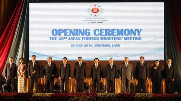 Ngoại trưởng các nước ASEAN trong hội nghị diễn ra tại Vientiane, Lào. Ảnh: AP