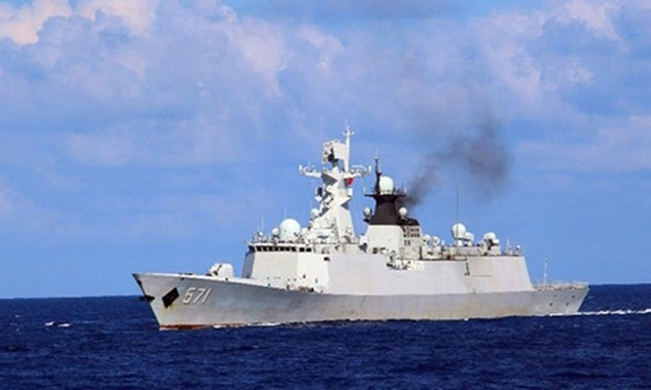 Một tàu hải quân Trung Quốc tập trận phi pháp gần quần đảo Hoàng Sa của Việt Nam hồi đầu tháng 7. Ảnh: Xinhua.