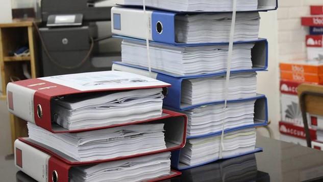 Với 6 nội dung của hồ sơ dự thầu cần làm rõ, bên mời thầu chỉ dành cho nhà thầu thời gian 1 ngày là quá ít. Ảnh: Hà Cầm st