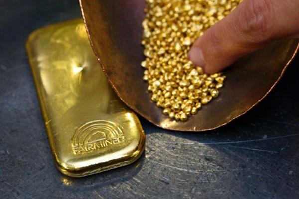 Giá vàng lần lượt tìm lại mốc 1.330 USD, 1.340 USD rồi vượt 1.350 USD trong tuần này. Ảnh: AFP