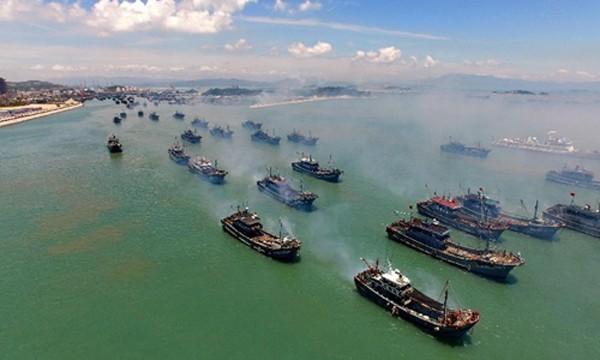 Tàu cá Trung Quốc ra khơi từ tỉnh Phúc Kiến, đông nam Trung Quốc, ngày 1/8/2015. Ảnh: Xinhua.