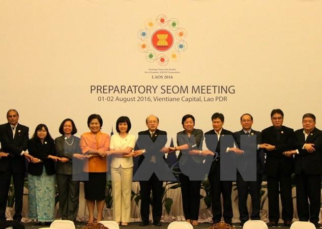 Các quan chức tham dự Hội nghị chụp ảnh chung. (Ảnh: Phạm Kiên/TTXVN)