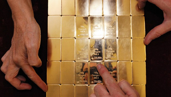 Giá vàng tăng 28% trong thời gian qua nhờ việc Fed chưa thể tăng lãi suất. Ảnh:AFP