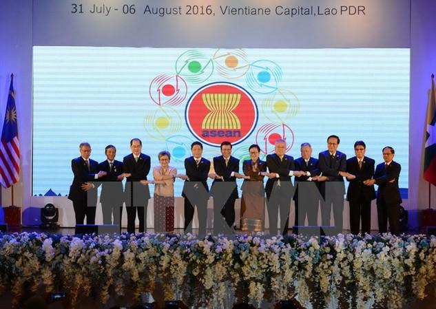 Các Bộ trưởng và Thứ trưởng chụp ảnh chung tại Hội nghị. (Nguồn: THX/TTXVN)