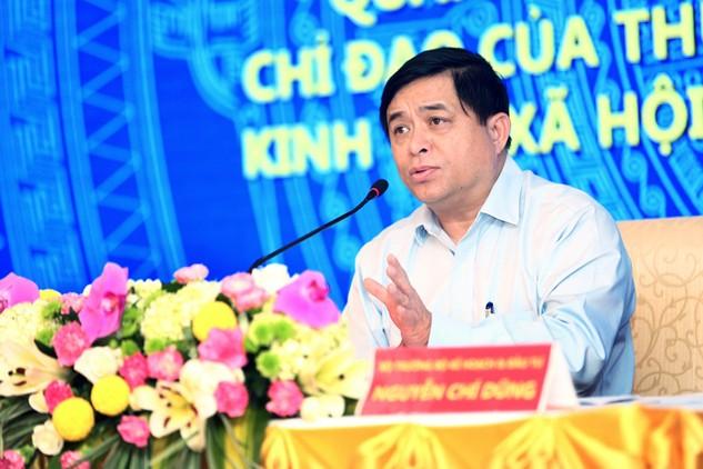 Bộ trưởng Nguyễn Chí Dũng chỉ đạo việc đổi mới tư duy, chú trọng hơn nữa công tác xây dựng chiến lược, cơ chế, chính sách, quy hoạch, kế hoạch. Ảnh: Lê Tiên