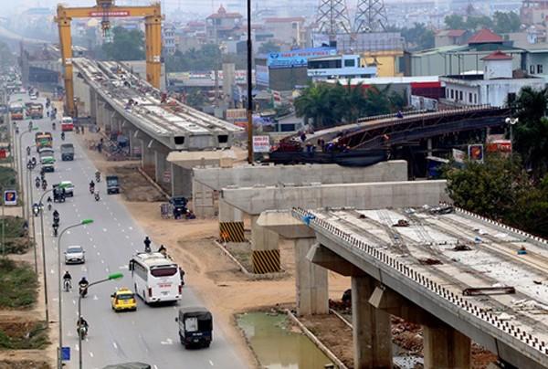 Đầu năm 2016, dự án đường sắt đô thị Cát Linh - Hà Đông chậm tiến độ 2 tháng do thiếu vốn. Ảnh: Bá Đô.