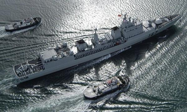 Tàu khu trục tên lửa Thâm Quyến lớp 051B (giữa) được nâng cấp hệ thống vũ khí. Ảnh:popsci.com