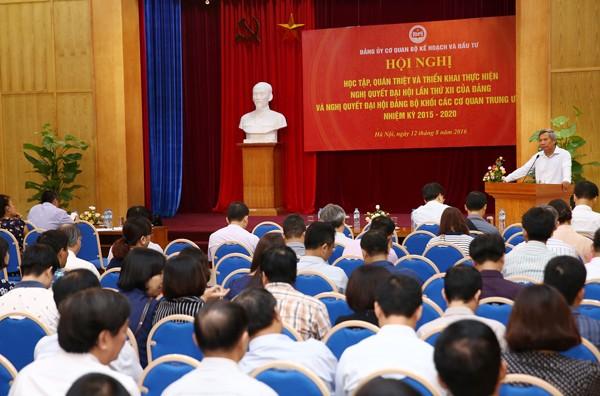 Ông Trần Hồng Hà, Phó Bí thư Đảng ủy Khối các cơ quan Trung ương phát biểu tại Hội nghị. Ảnh: Lê Tiên