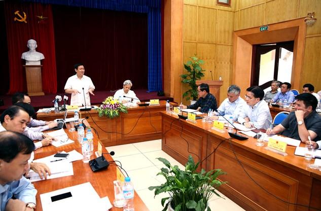 Phó Thủ tướng Vương Đình Huệ phát biểu tại buổi làm việc với Tổng cục Thống kê. Ảnh: Lê Tiên