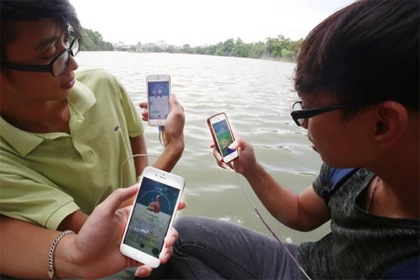 Người dùng nên hạn chế chơi Pokemon Go tại các khu vực nguy hiểm như sông hồ. Ảnh:Giang Huy
