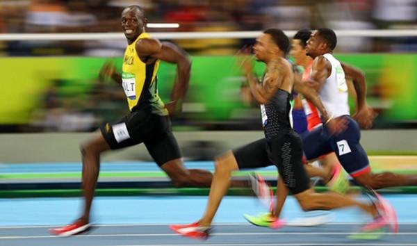 Usain Bolt (trái) có hợp đồng quảng cáo với rất nhiều công ty nổi tiếng thế giới. Ảnh:Reuters