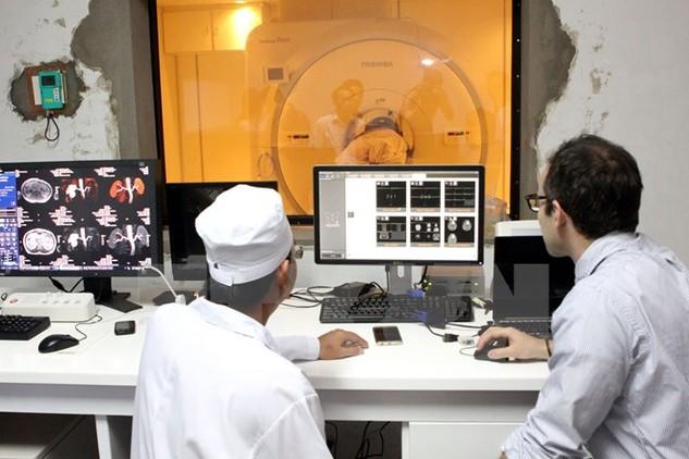 Đưa kỹ thuật mới vào trong khám chữa bệnh tại bệnh viện tuyến tỉnh. (Ảnh: TTXVN/Vietnam+)