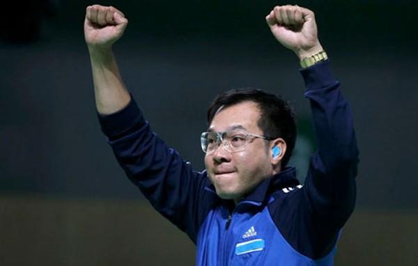 Hoàng Xuân Vinh phấn khích sau khi giành huy chương vàng. Ảnh: Reuters