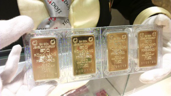 Mỗi lượng vàng miếng SJC hiện cao hơn thế giới gần 600.000 đồng. Ảnh: Q.Đ.