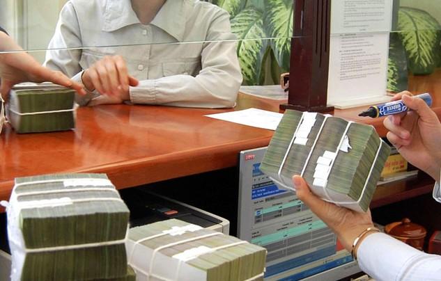 Nợ công năm 2016 dự báo có thể tăng thêm 385.375 tỷ đồng. Ảnh: Nhã Chi