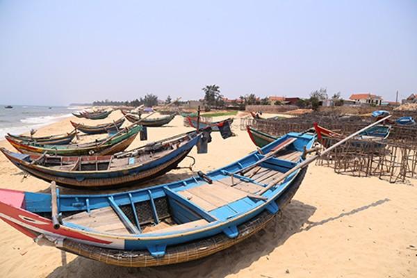 Cuộc sống của ngư dân một số tỉnh miền Trung đã bị ảnh hưởng nặng nề do sự cố môi trường biển. Ảnh: Hoàng Táo.