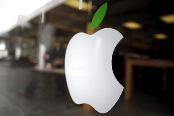 Bên ngoài một cửa hàng của Apple tại California (Mỹ). Ảnh: Reuters